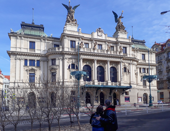 Praag_vinohrady_theater-namesti-miru
